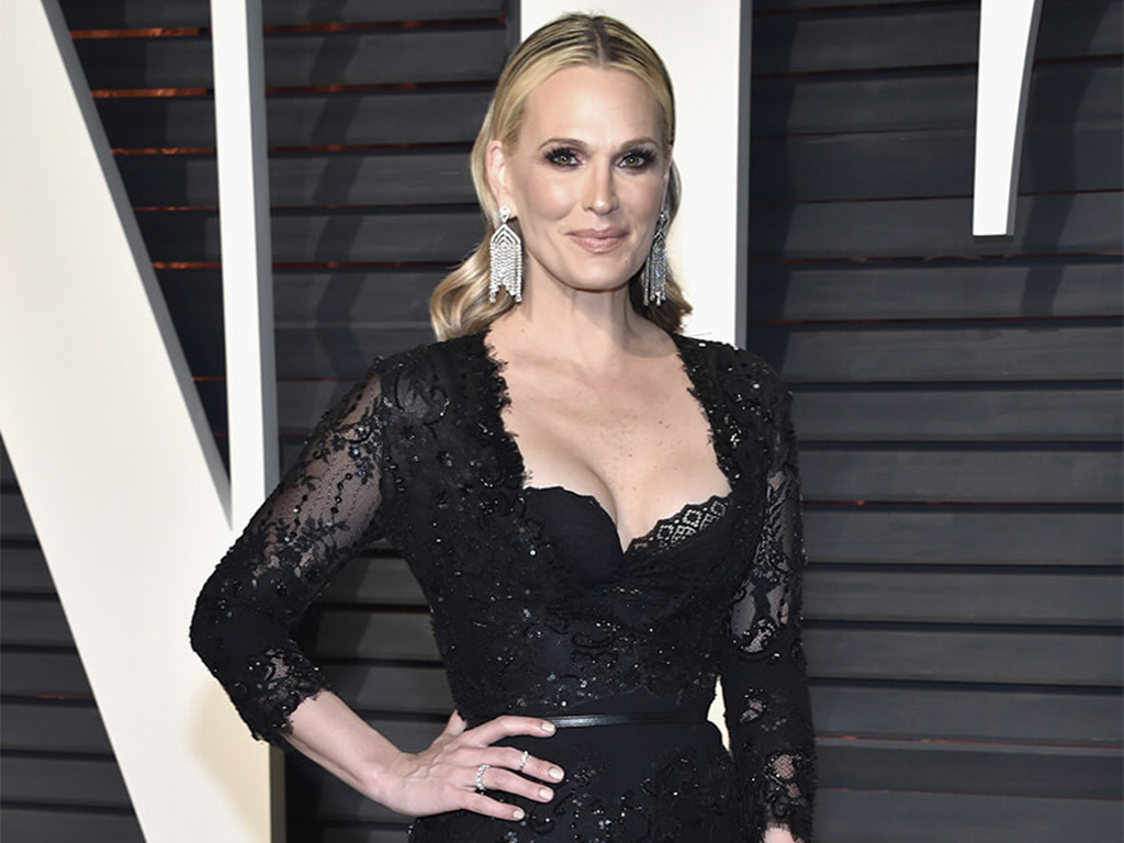 """Molly Sims Don """"Rain Drops"""" Danglers Designed By Orra And Encrusted With Forevermark Diamonds At The 2017 Vanity Fair Oscars After Party"""