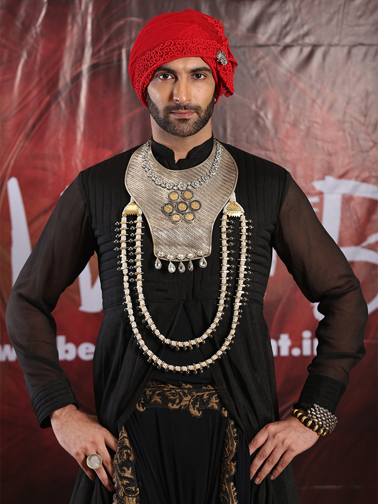 Nandish Sandhu slays it with his warrior silver necklace designed by Sunaina Jain