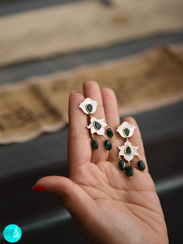 Mother Of Pearl, Emerald Set In 18kt Gold Earring