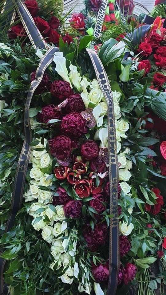 От Зеленского передали венок на могилу отца Порошенко: как это было