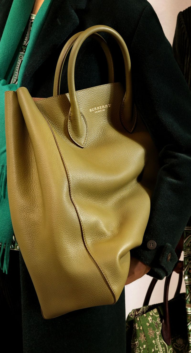 Backstage at the Burberry Prorsum Fall 2015 Show 20
