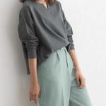 20代女性に人気の大人可愛いファッション通販。 春のコーデ2021 【綿100%キーネックカットソー】