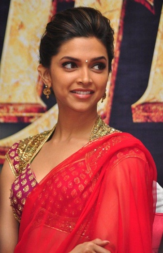 30 Beautiful Hairstyles That Suit Well On Your Saree