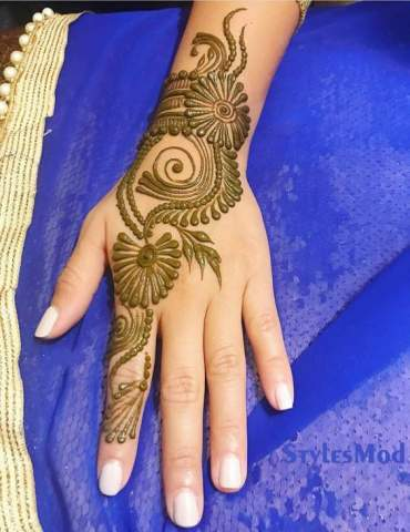 Simple & Cute Mehndi Design for Any Event