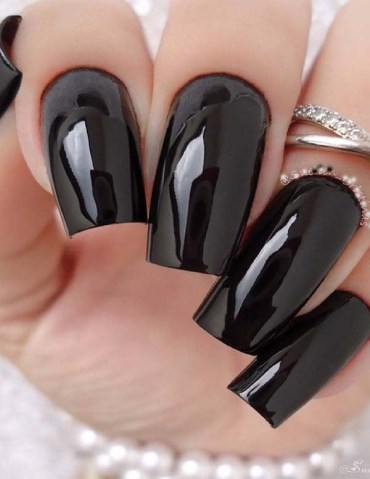 Amazing Black Nail Designs & Images for 2019