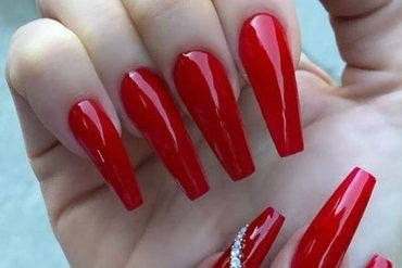 Graceful Red Nails Art Ideas for Celebrity Girls In 2019