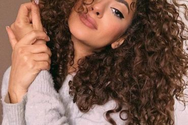 Perfect Curly Hairstyle for Medium Hair To Try Now
