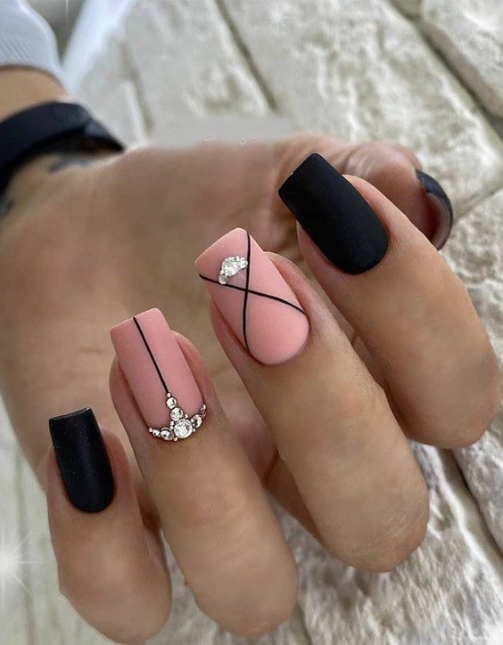 Unique & Pretty Look of Black Nails for 2020