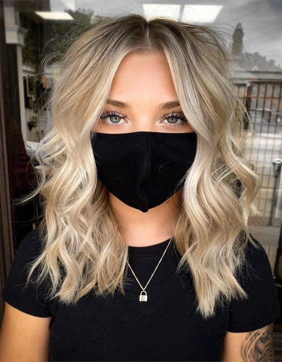 Edgy Style of Champagne Blonde Highlights for Girls