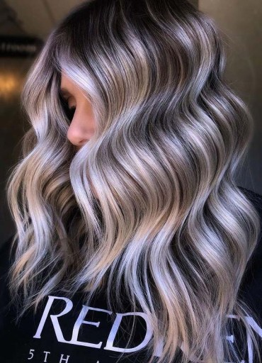 Beautiful dimensional balayage Hair Color Ideas