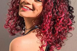 Delightful Pink Curly Hair Trends for Teenage Girls