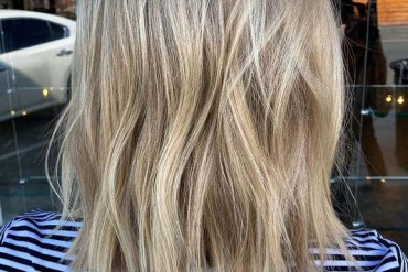 Awesome Balayaged Medium Wavy Haircuts