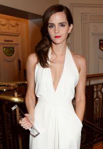emma-watson-with-a-british-fashion-award-2014-british-fashion-awards-at-london-coliseum_1