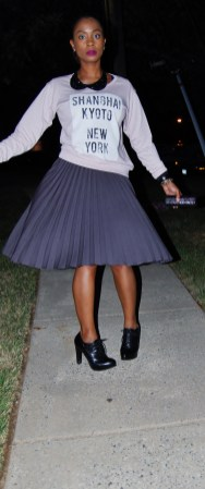 Yana B. Graphic sweatshirt with grey pleated skirt