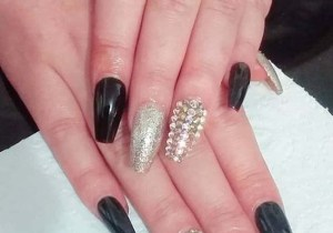 Cutest Black and Gold Nail Arts for Women in 2020