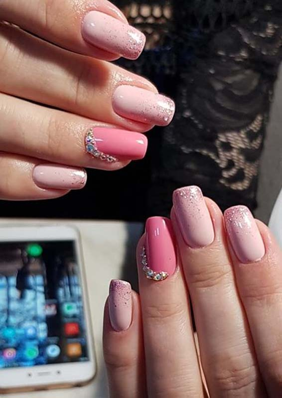 Charming Pink Nail Arts Images to Copy in Current Year