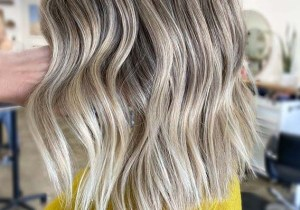 Grogeous Medium Textured Blonde Haircuts for Women 2020
