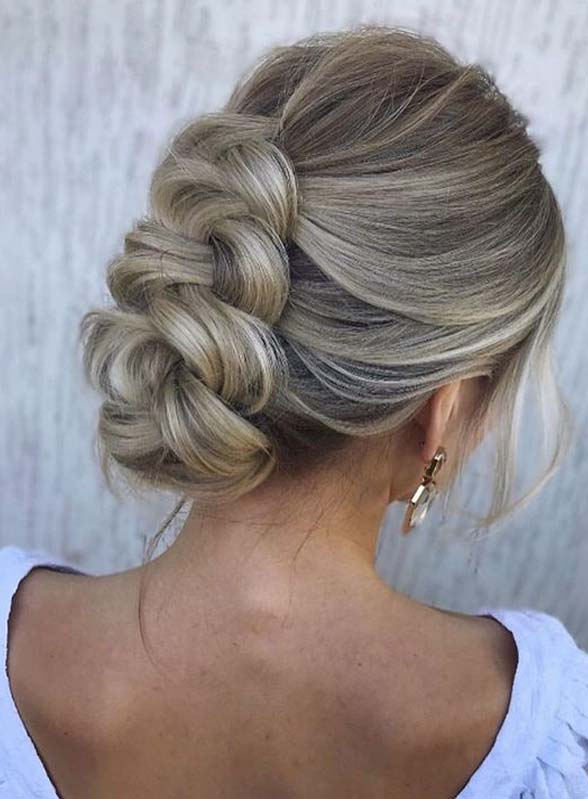 Gorgeous Bridal Updo Hairstyles for Girls to Sport in 2020