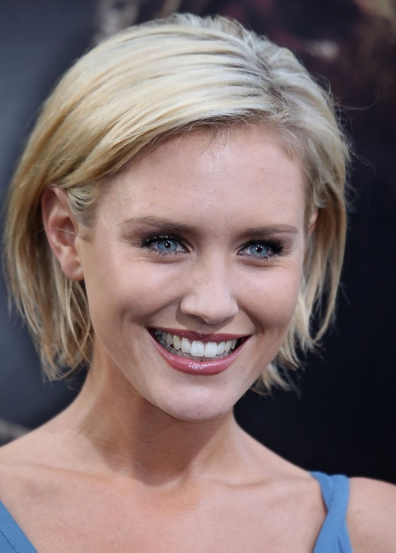 Nicky Whelan Chic Short Blonde Bob Haircut Styles Weekly