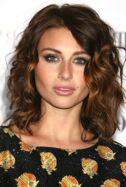Alyson Michalka Cute Shoulder Length Curly Hairstyle for ...