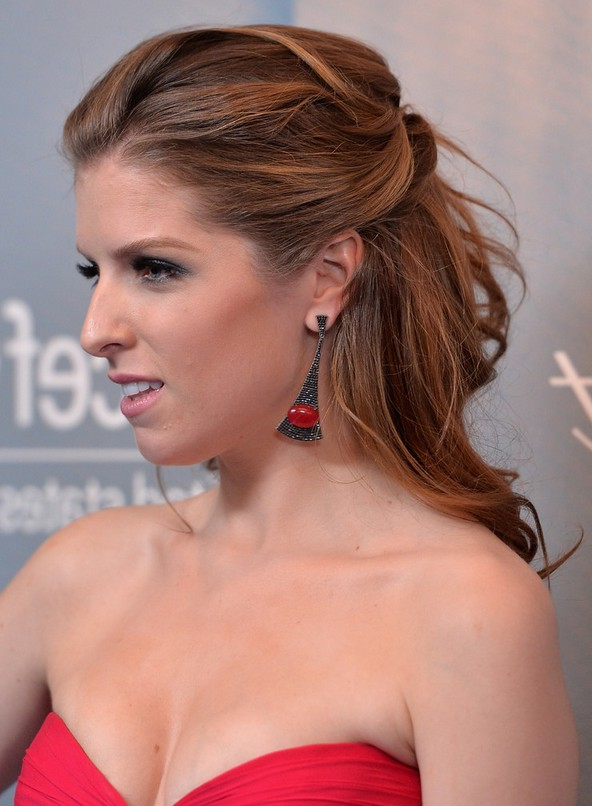 Anna Kendrick Half Up Half Down Hairstyle For Wedding