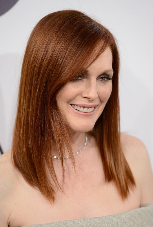 Julianne Moore Side Parted Super Sleek Hairstyle For Women