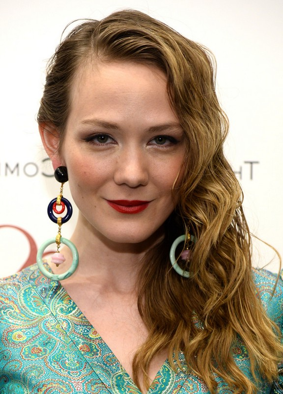 Louisa Krause Long Side Swept Wet Wavy Hairstyle For Women