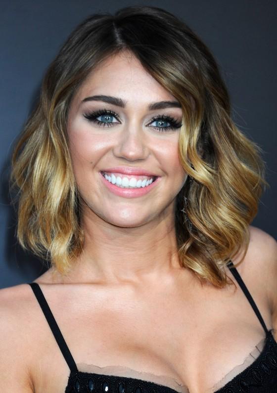 Miley Cyrus Medium Curls - Miley Cyrus Looks - StyleBistro |Miley Cyrus Shoulder Length Hair 2012