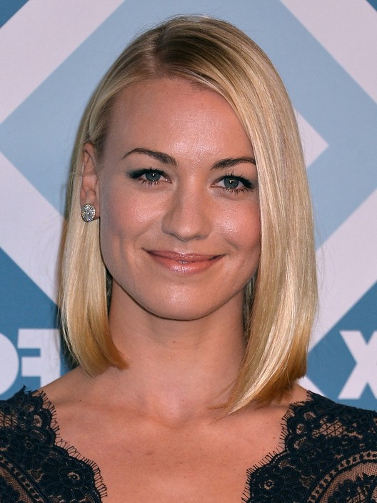 Yvonne Strahovski Straight Asymmetrical Bob Haircut For