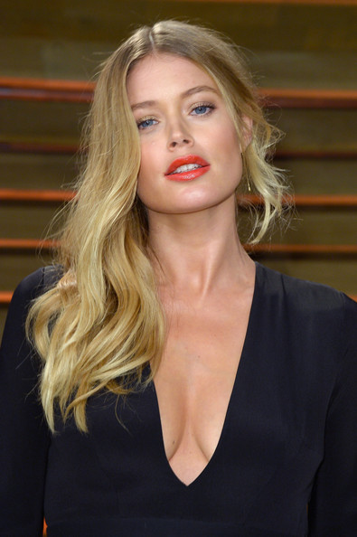 15 Chic Celebrity Side Swept Hairstyles For Christmas