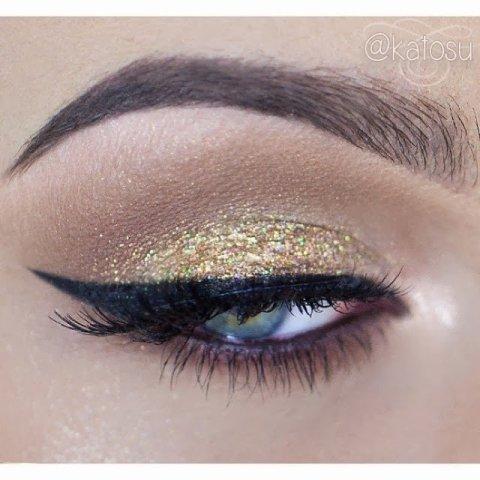 Gold Shimmer Eye Makeup Idea