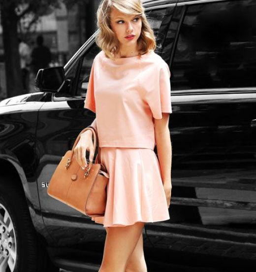Taylor Swift Stylish Ways to Wear Pink This Summer