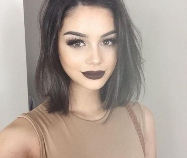 Fashionable Straight Haircut Via
