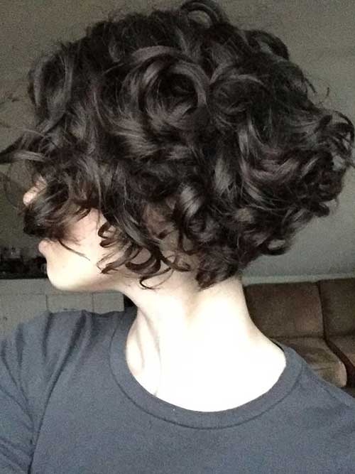 25 Lively Short Haircuts For Curly Hair Wavy Hairstyle Ideas