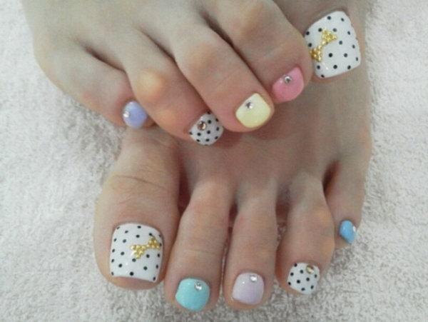 Beautiful Polka Dots Nail Design