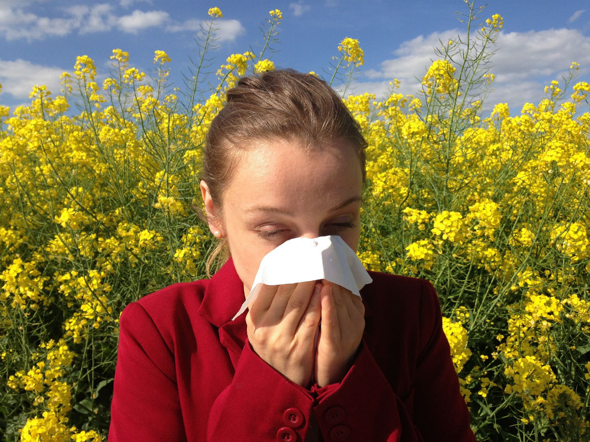 skincare cause allergic reactions - woman health summer spring