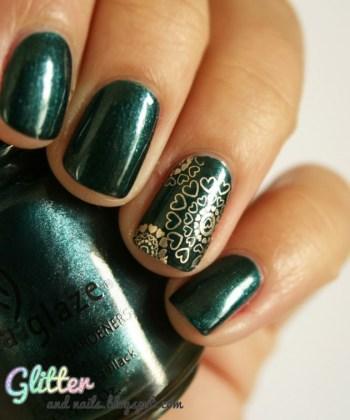 Emerald glitter nail art
