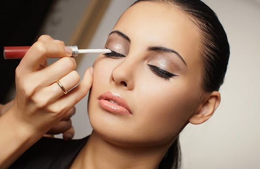 Best Makeup Tips For Oily Skin Combat