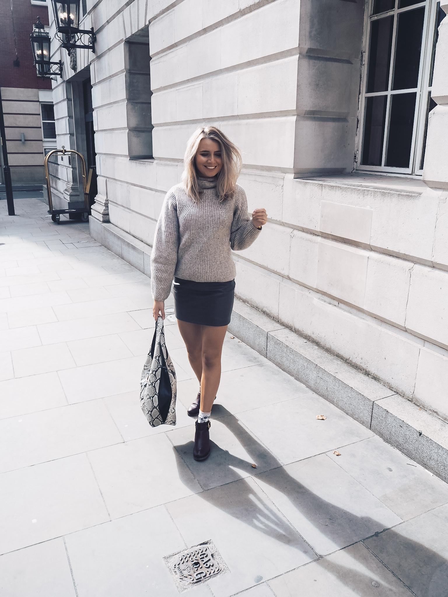fashion blogger, jumper, skirt, boots, snake print topshop bag