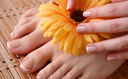 Schöne Füße mit gesunden und gepflegten Nägeln zeigt man in der warmen Jahreszeit gerne her.