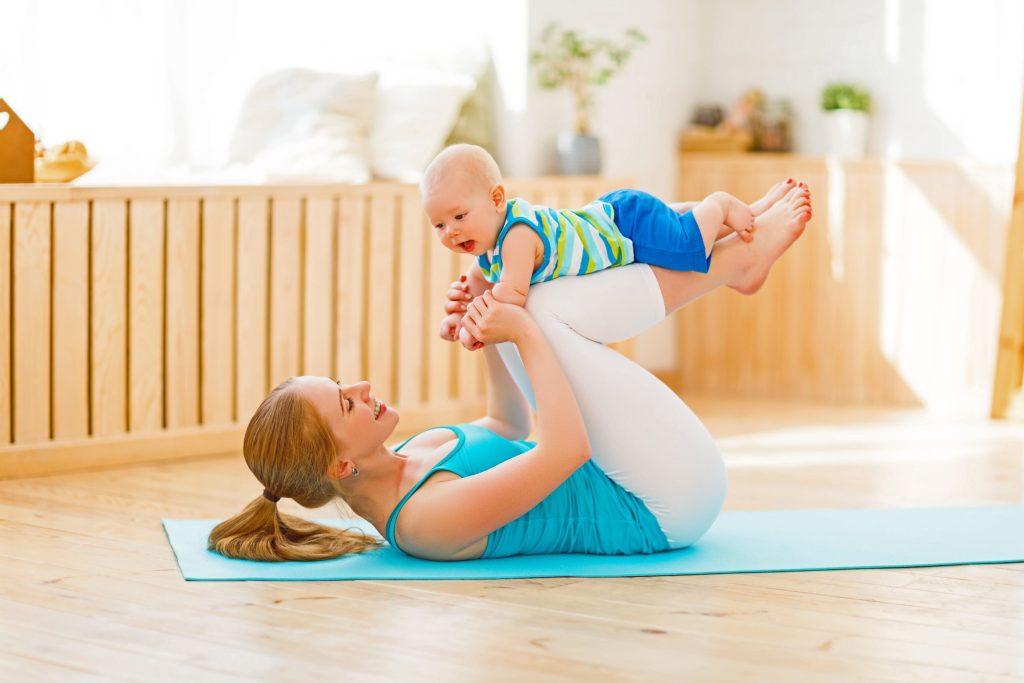 Haut und Körper nach der Schwangerschaft wieder in Form bringen - Sport und Trink-Kollagen können dabei helfen.