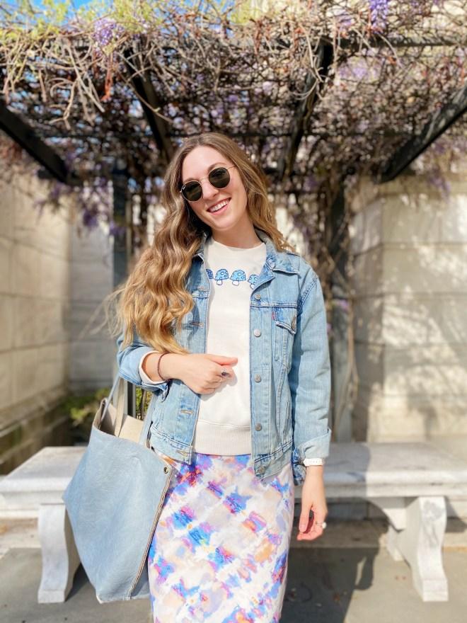 How to Style an Oversized Sweatshirt