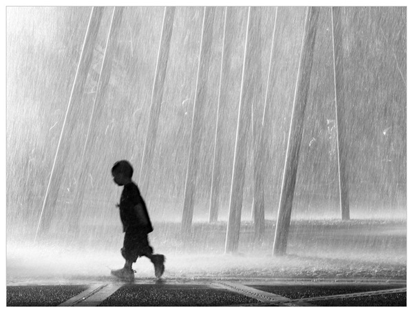Boy_and_fountain
