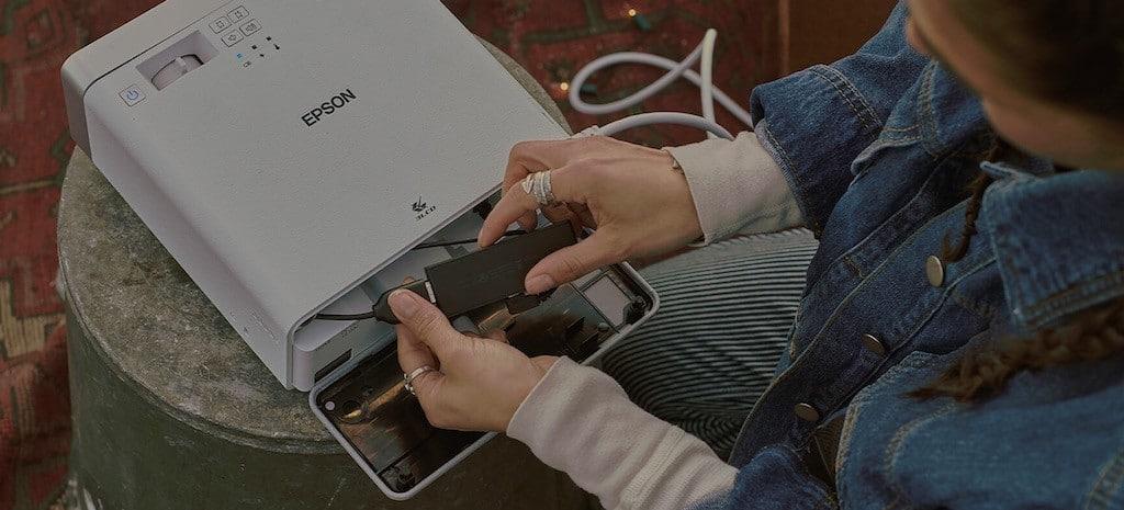 Epson EF 100 compatible CHROMECAST FIRE Tv