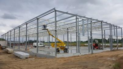 Nadzór nad montażem konstrukcji stalowej hali produkcyjnej.