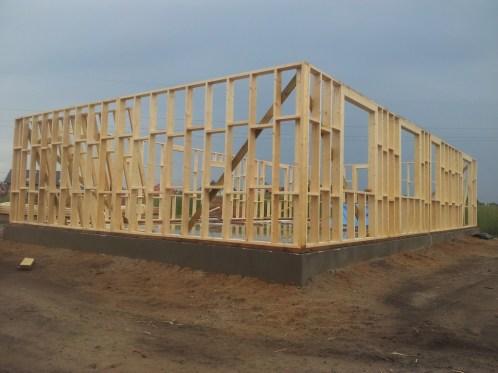 Kierowanie budową budynku mieszkalnego jednorodzinnego w technologii szkieletu drewnianego.