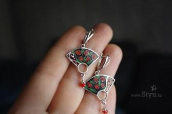 Подарок подруге. Серебряные серьги. Минанкари в Алматы. Минанкари в Астане. Красные бутоны