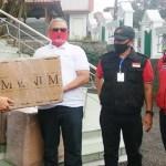 DPR RI Serahkan Bantuan APD ke Kuningan