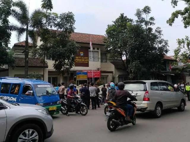 Pelaku Teror Nekat Bakar Kantor Kelurahan Arjuna