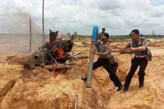 Polisi Razia Tambang Emas Ilegal di Kalimantan